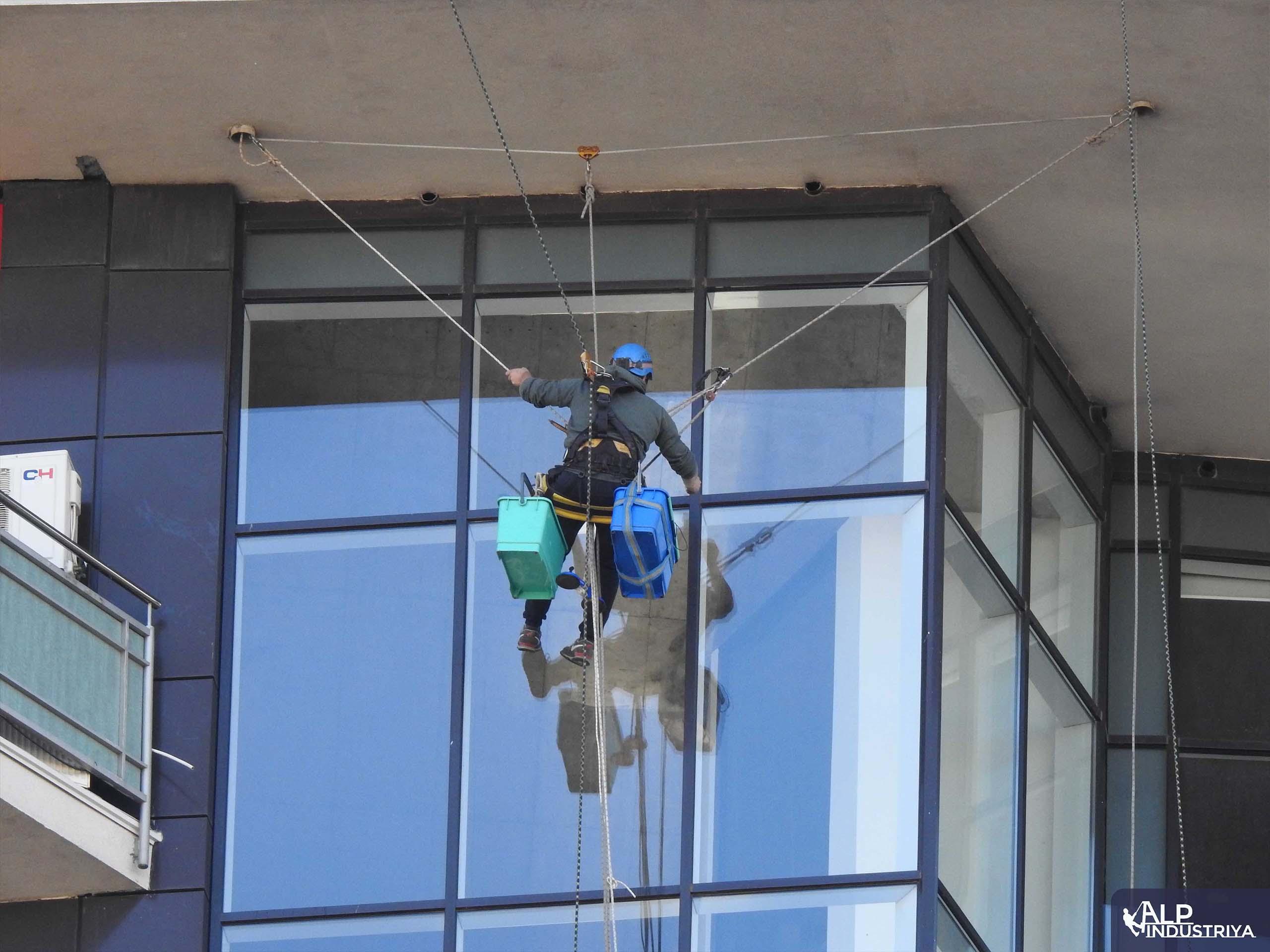 Помывка внешних стекол в квартире_3