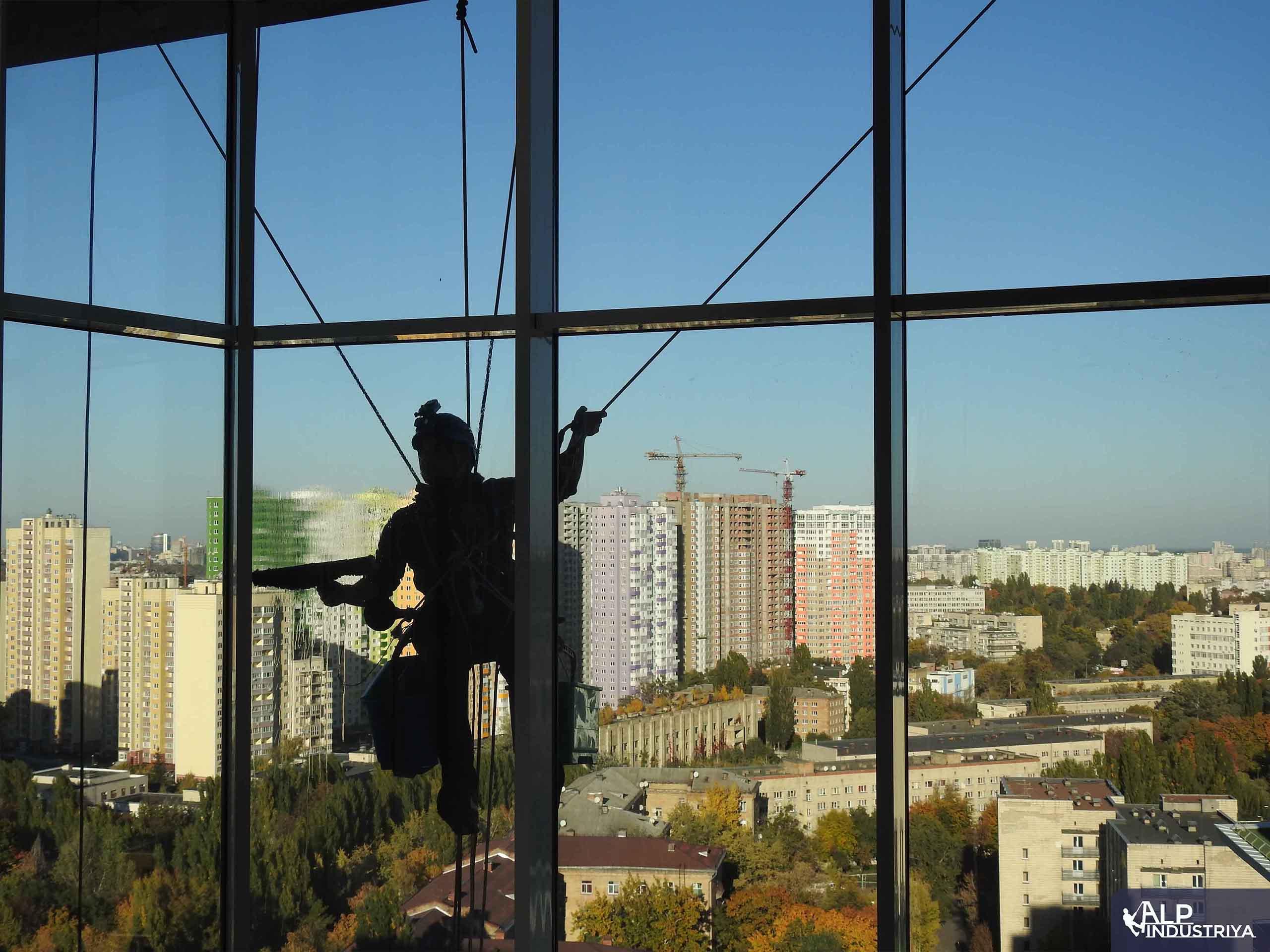 Помывка внешних стекол в квартире_4