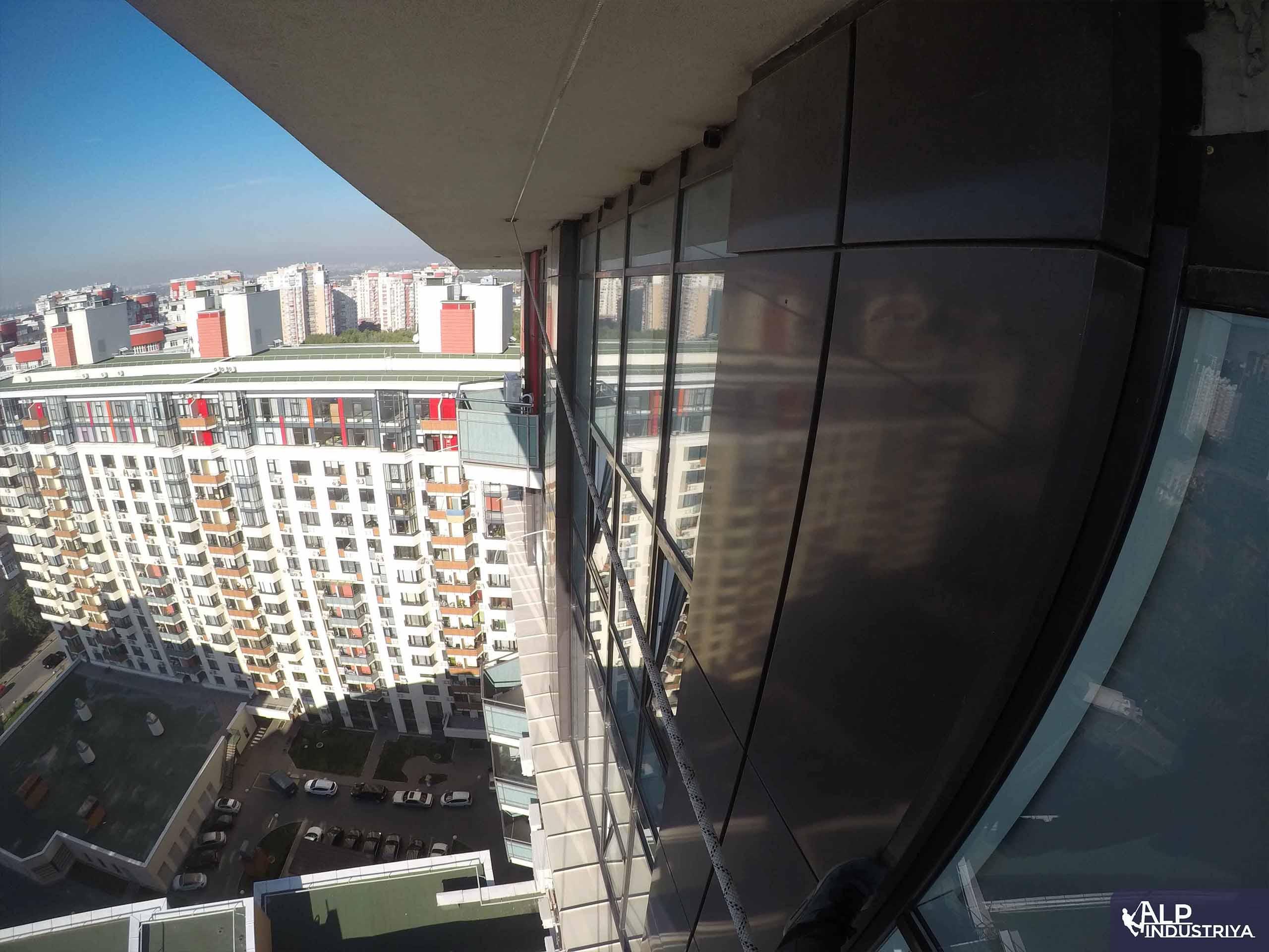 Помывка внешних стекол в квартире_5