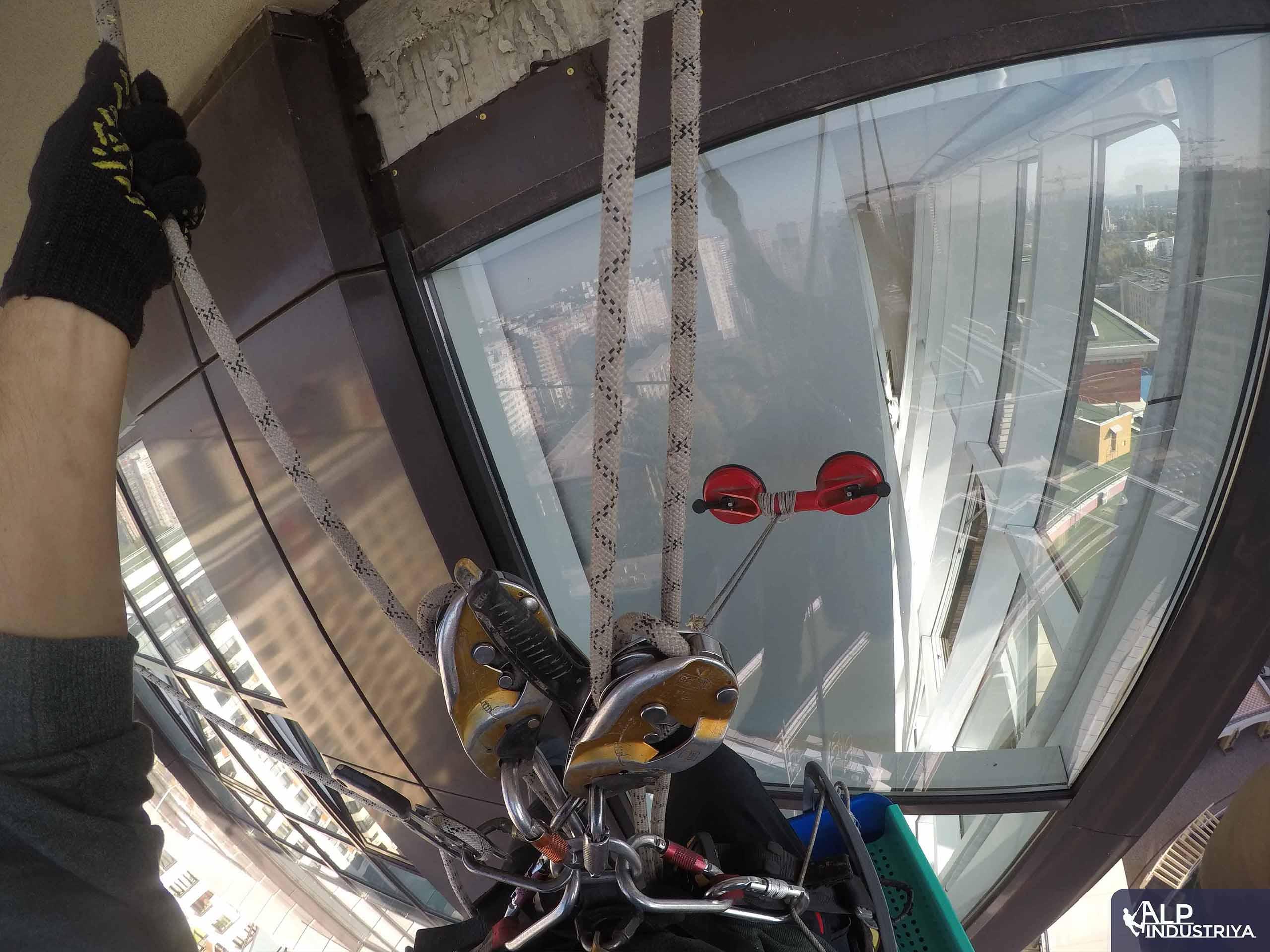 Помывка внешних стекол в квартире_6
