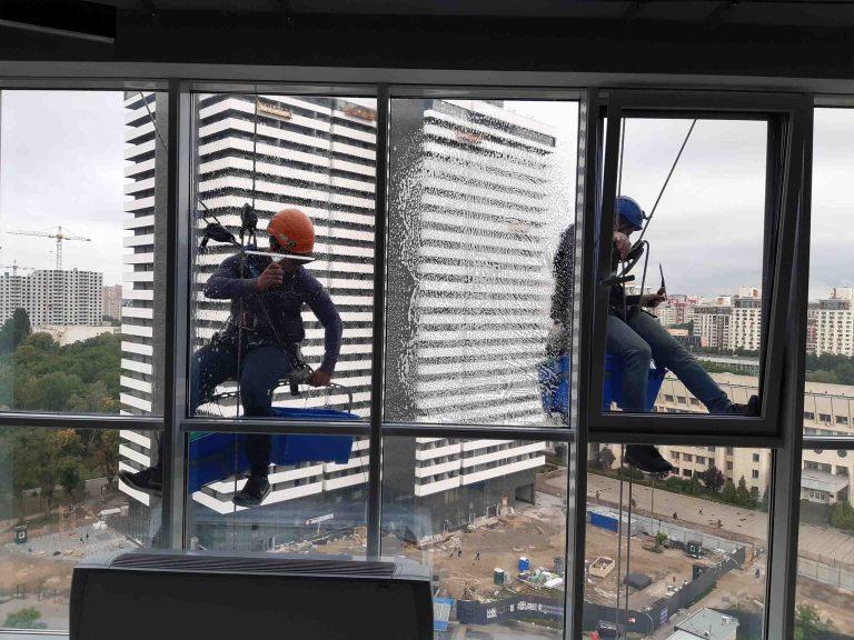 Клининговые работы на высотном здании