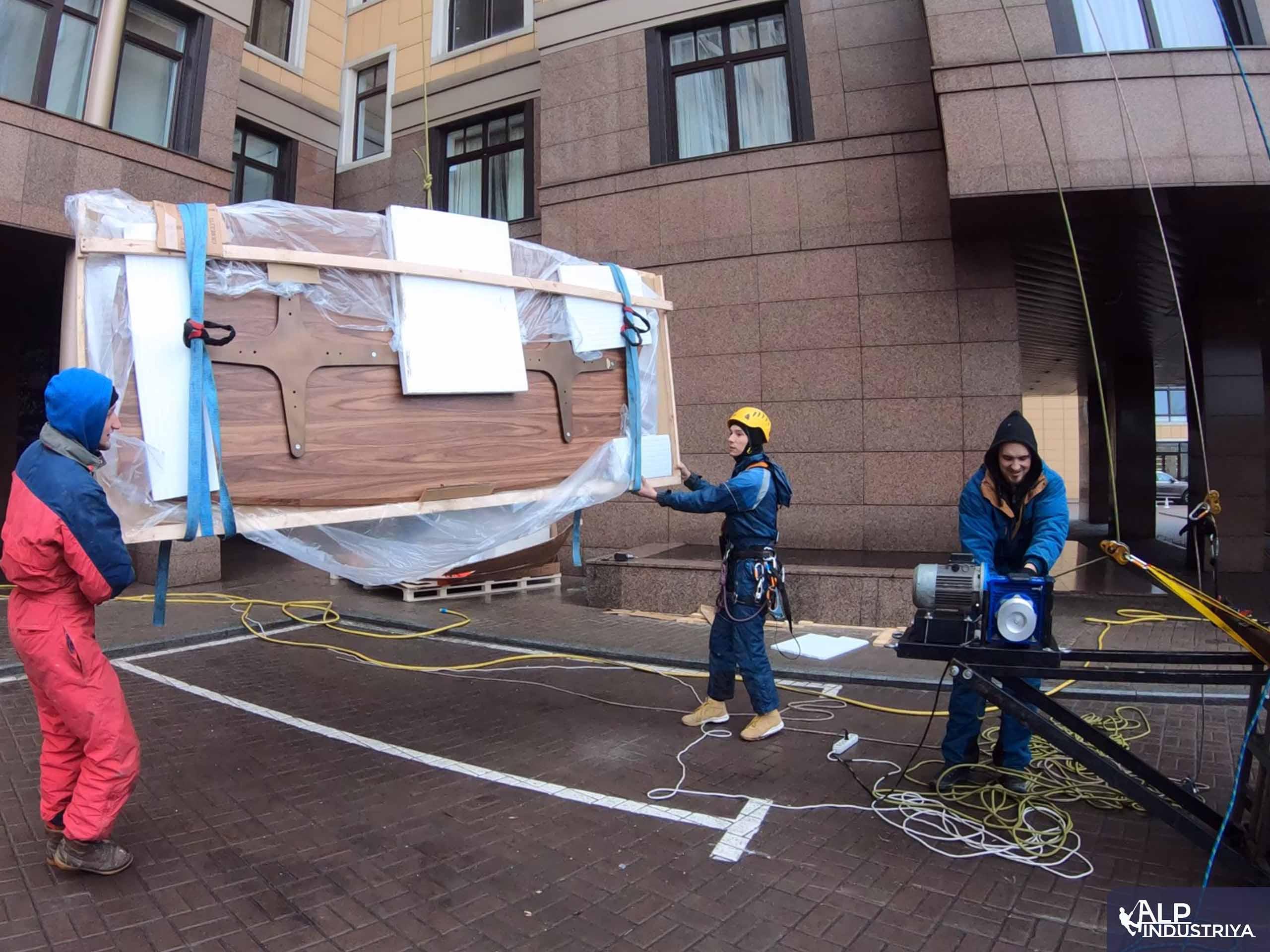 Поднимаем деревянную столешницу методом промышленного альпинизма-1