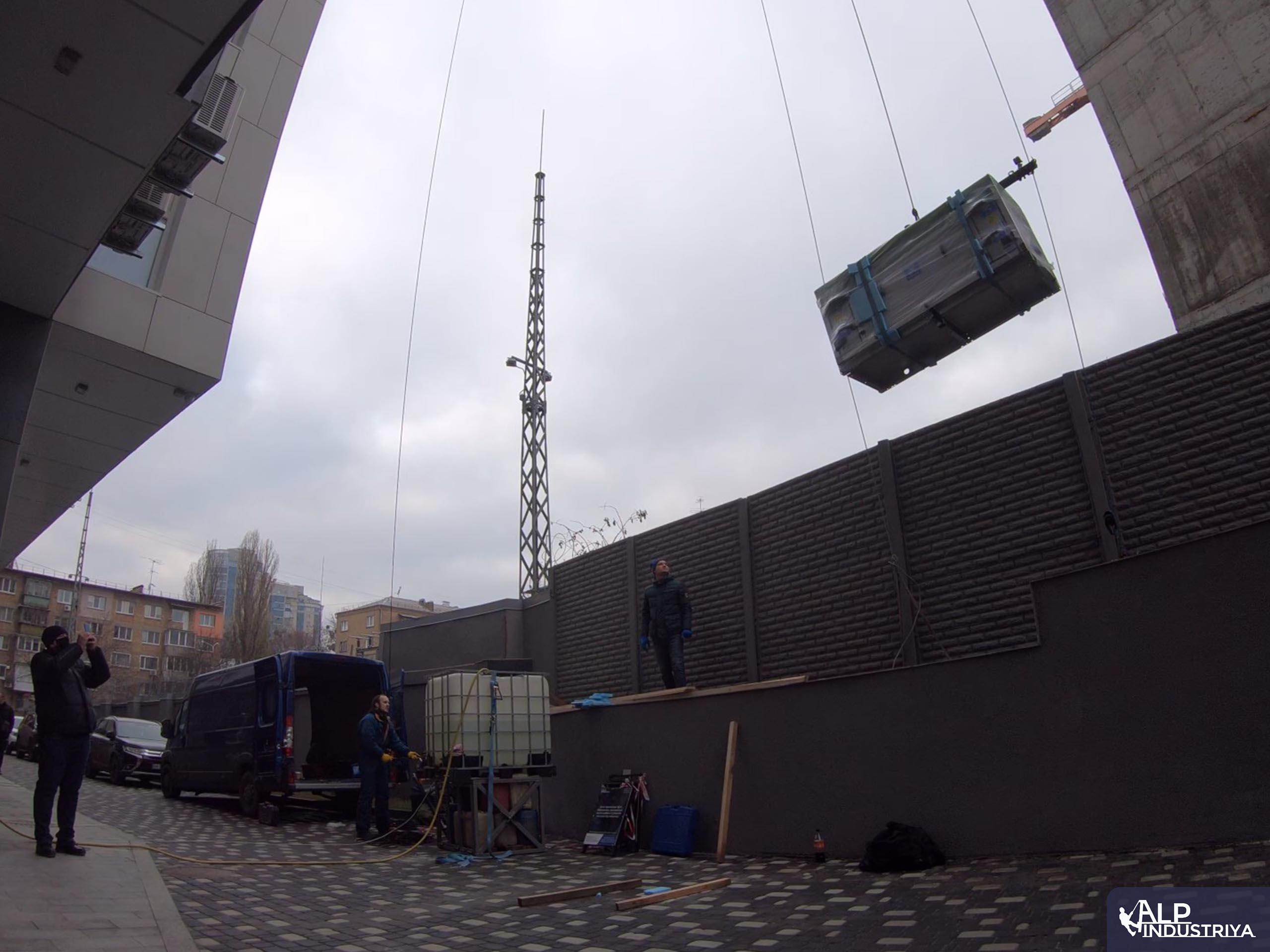 Промальпы поднимают -1вентиляционное оборудование на высоту-2