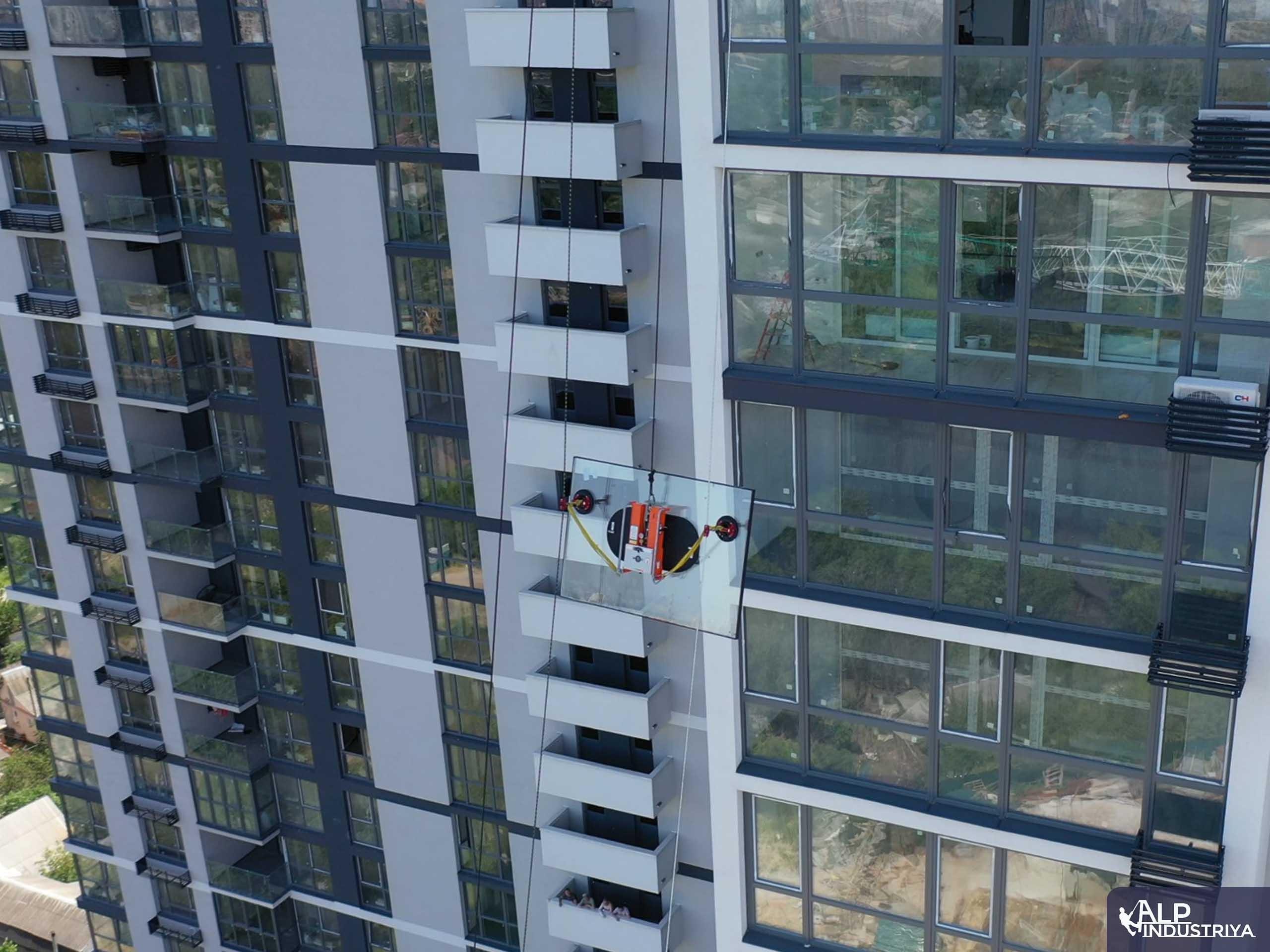 Поднятие стекла с использованием вакуумного захвата-4