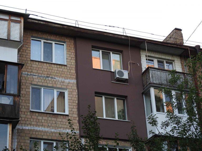 Монтаж утеплителя и отделка стен снаружи дома.
