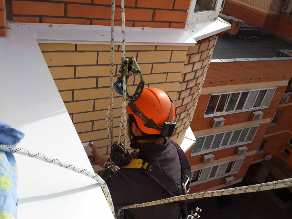 Вариант отделки фасадной теплоизоляции на высоте.
