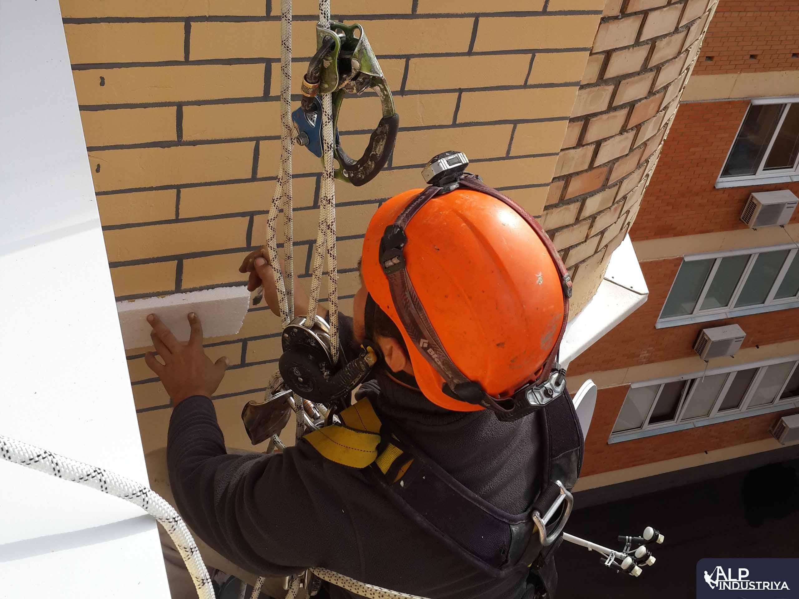 Высотное утепление балкона снаружи дома-2