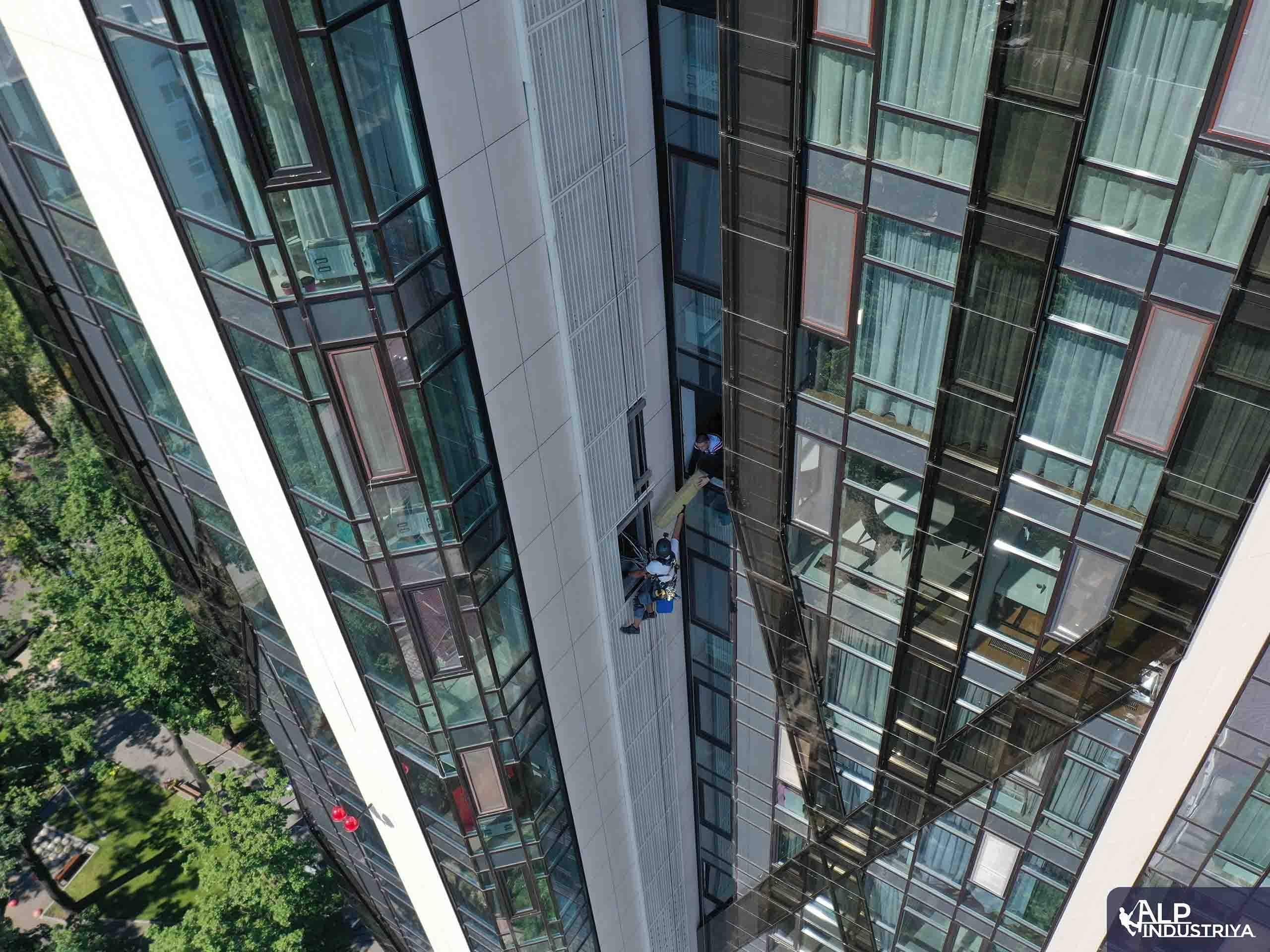 Инсталяция кондиционера внутрь фасада здания-3