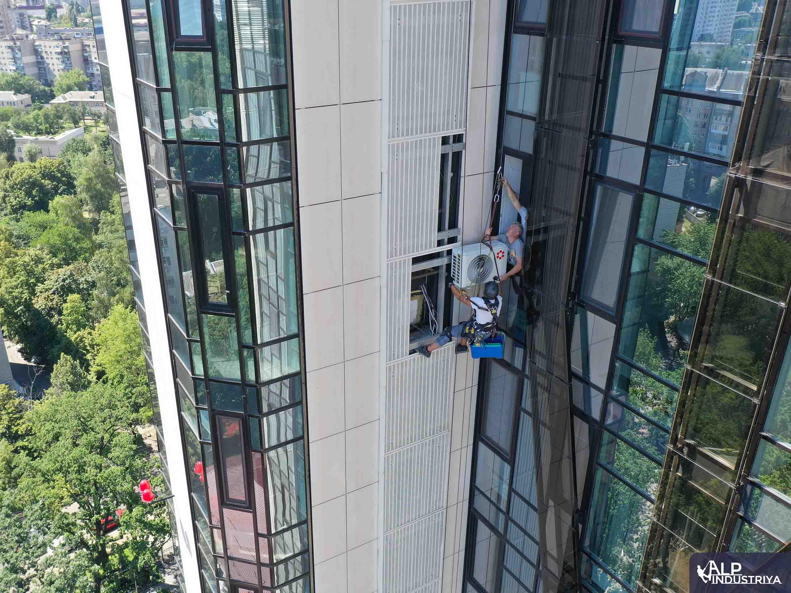 Инсталяция кондиционера внутрь фасада здания-6