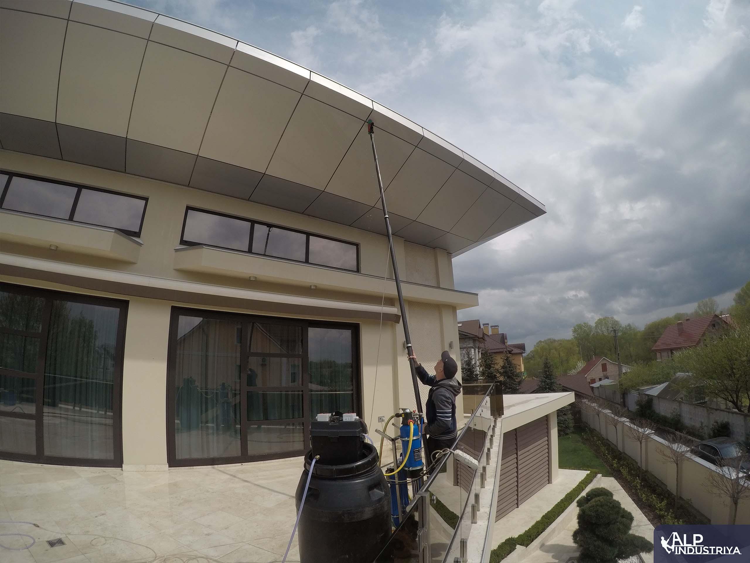 Очистка дома с использованием карбоновых штанг-1