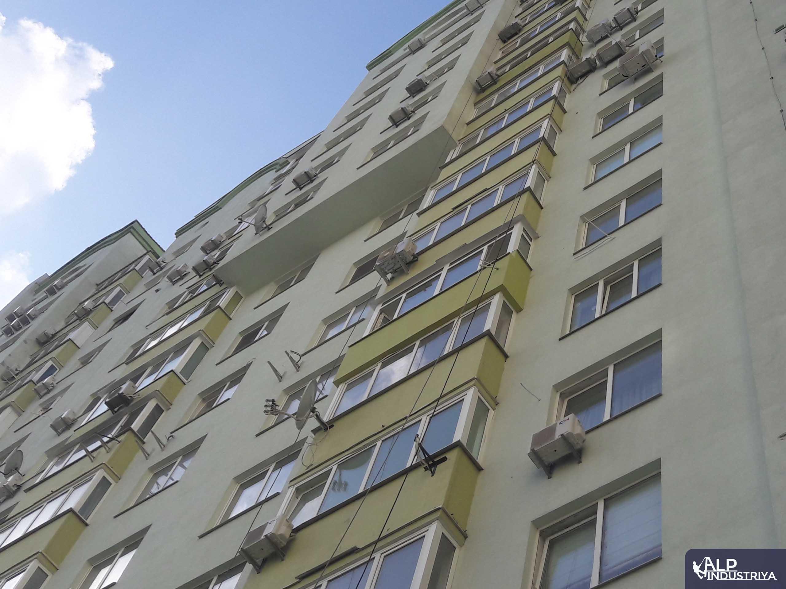 Наружное утепление балкона промышленным альпинистом-5