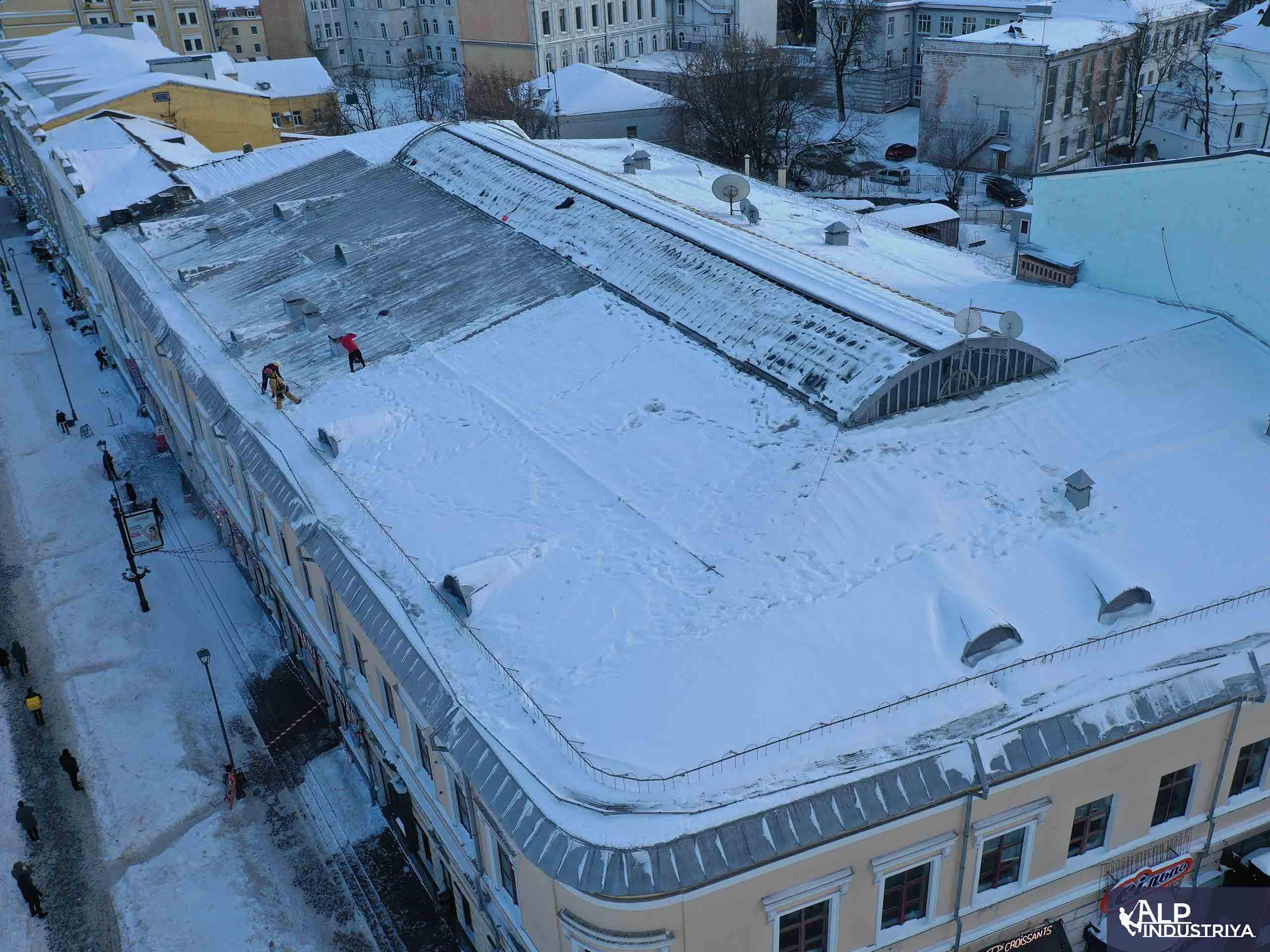 Услуги по удалению снежных осадков с кровли здания-2