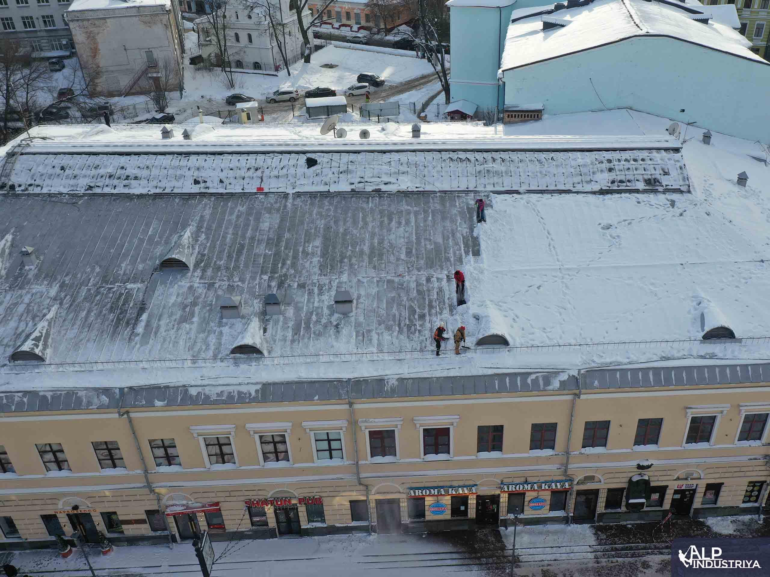 Услуги по удалению снежных осадков с кровли здания-3