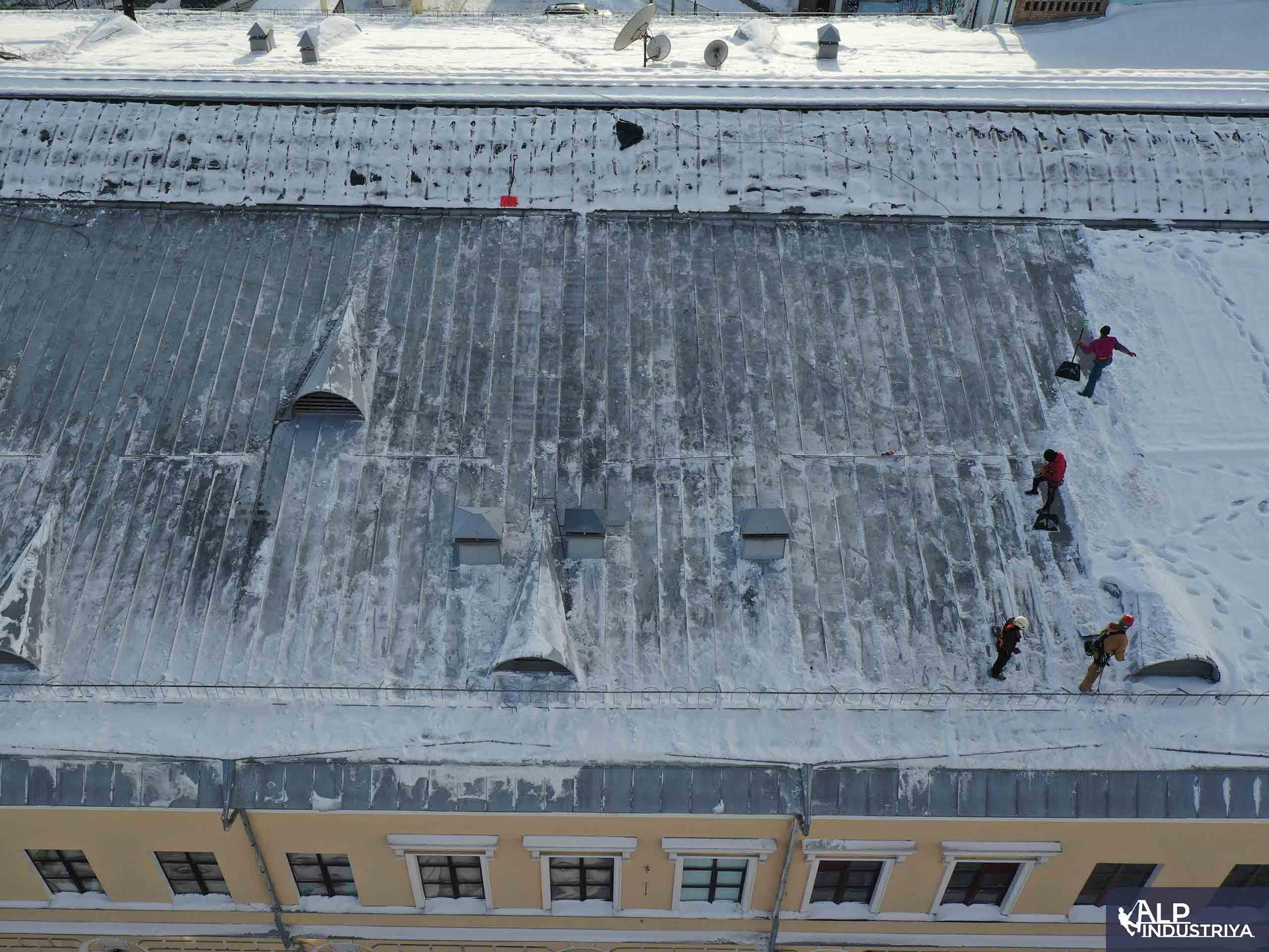 Услуги по удалению снежных осадков с кровли здания-4