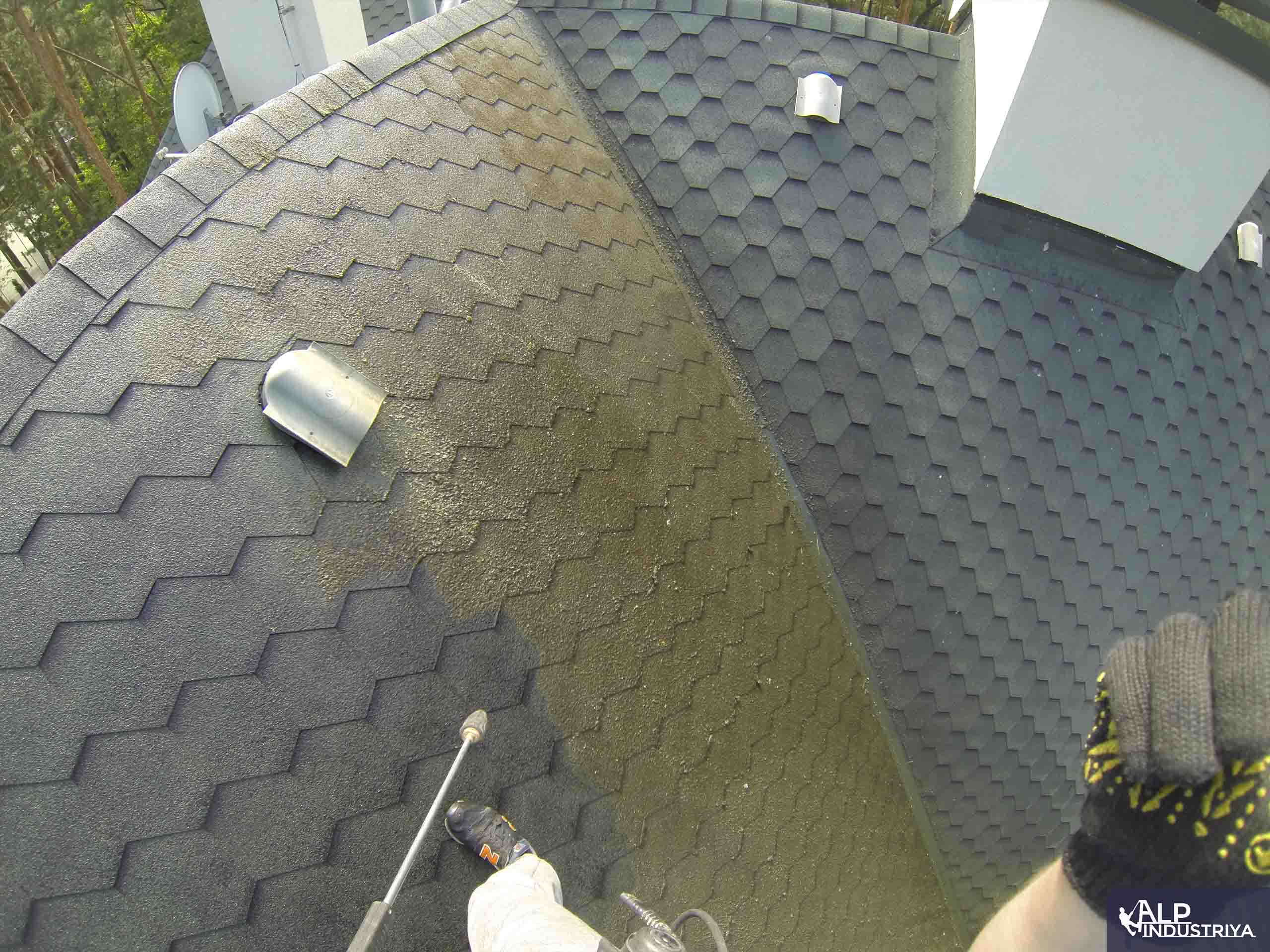 Чистка крыши высотником нашей компании-4