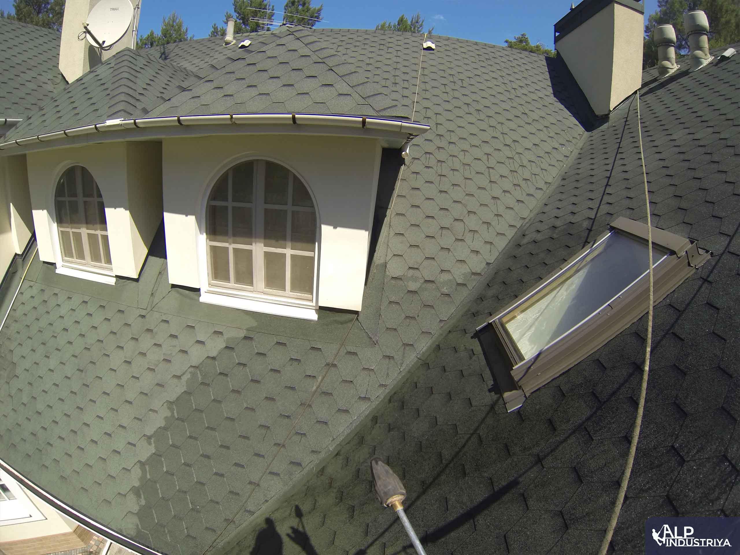 Чистка крыши высотником нашей компании-7