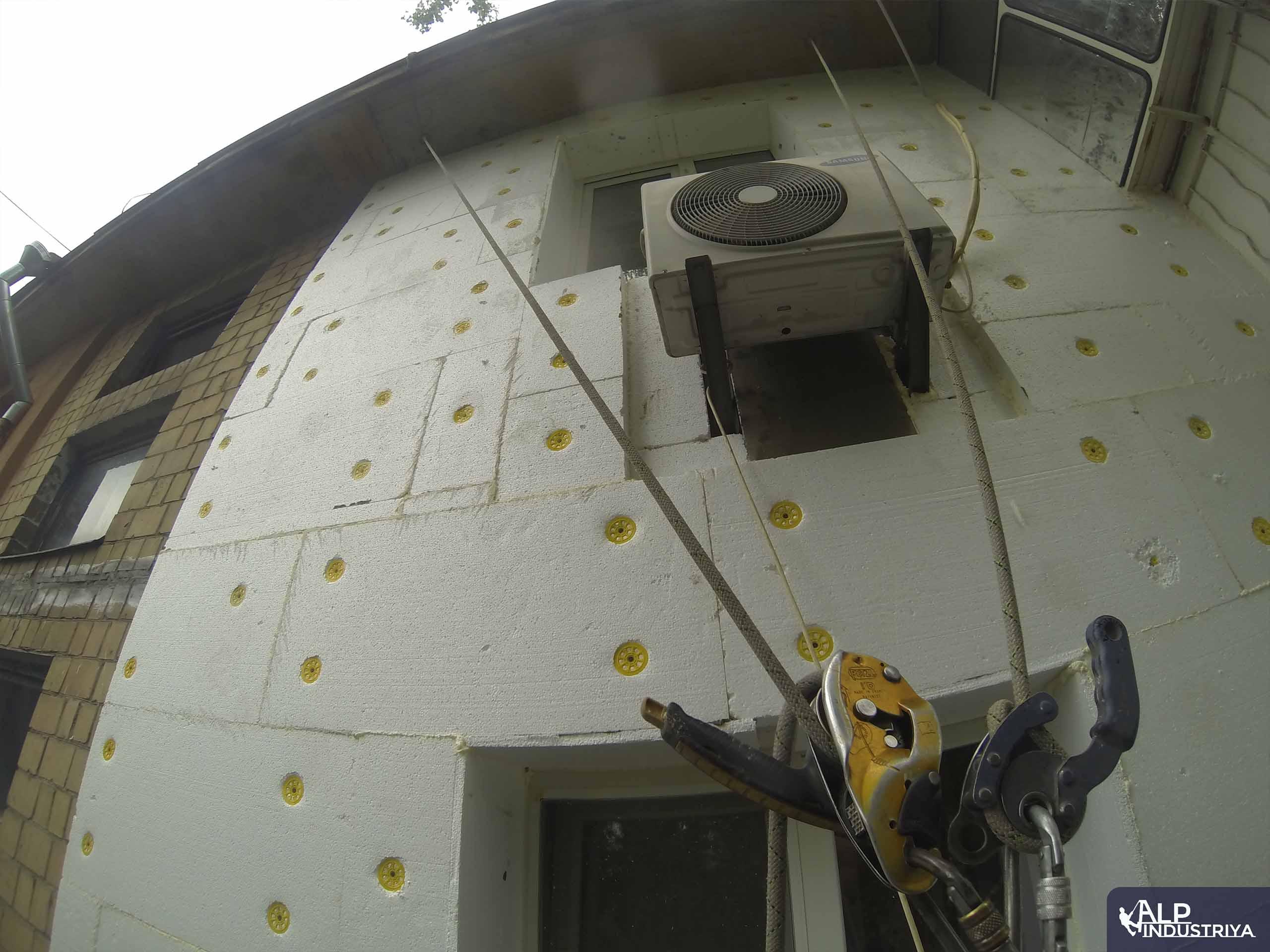 Монтаж утеплителя и отделка стен снаружи дома-3
