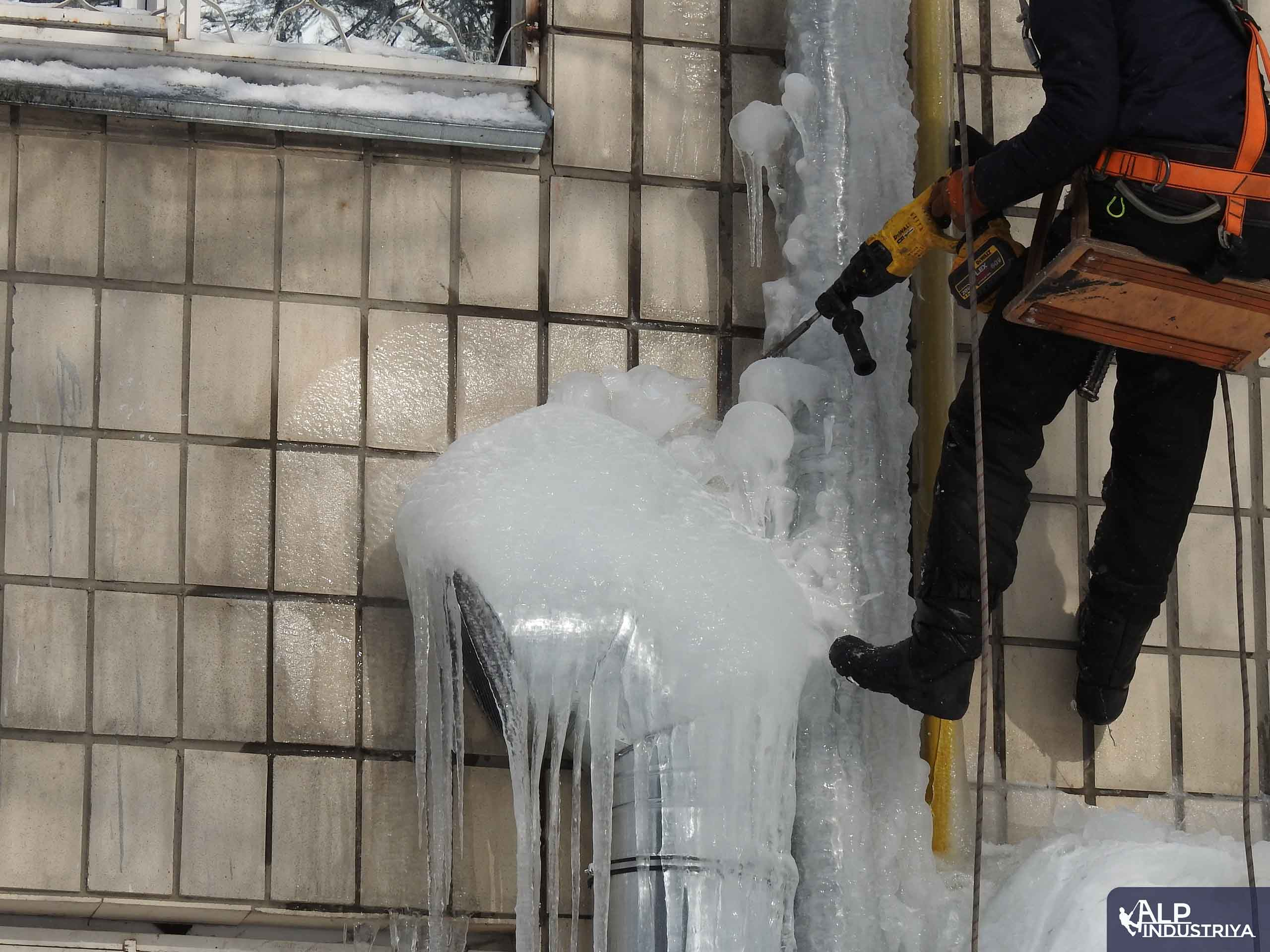 Чистка льда на высоте-2