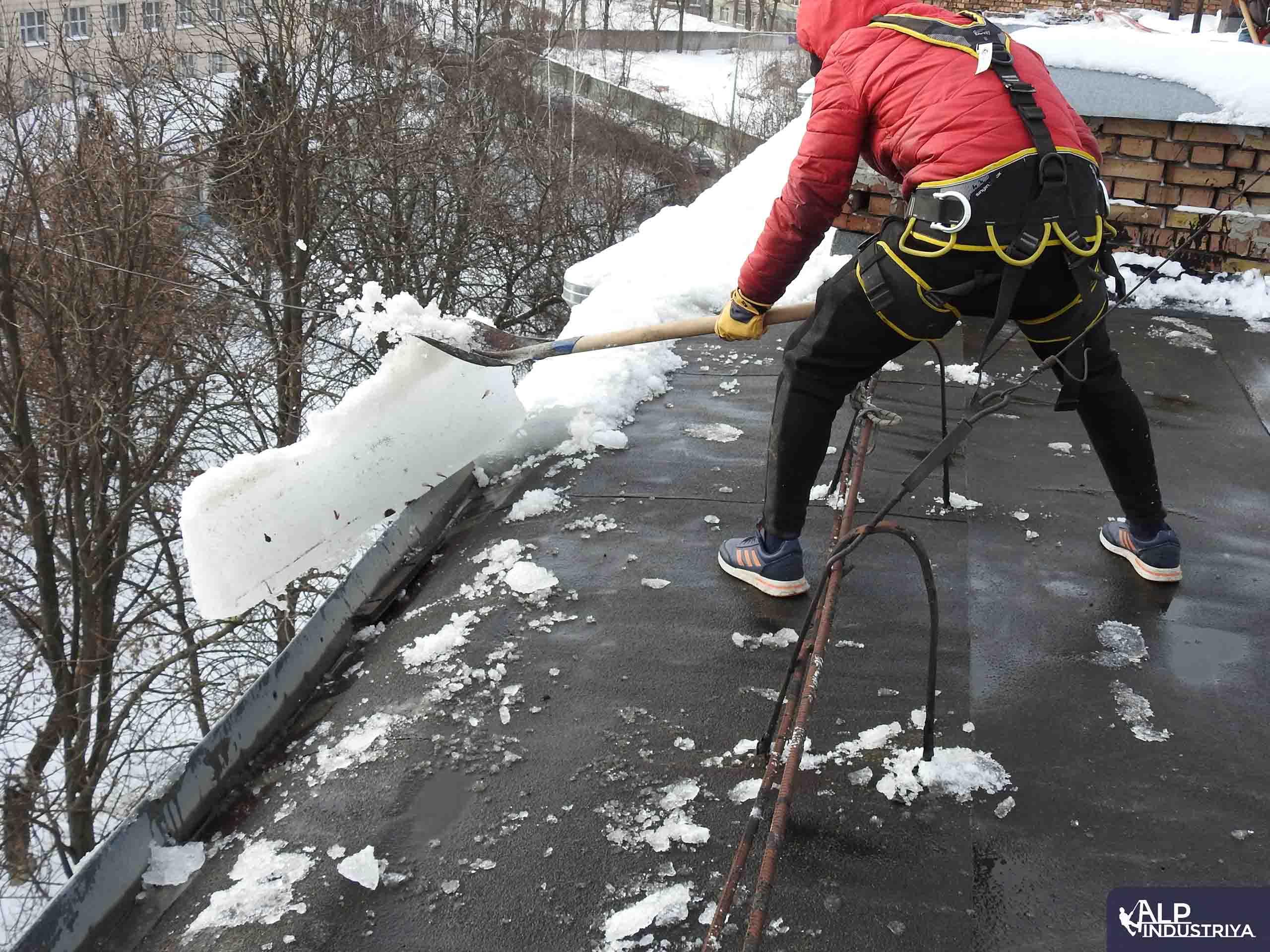 Чистка льда на высоте-5