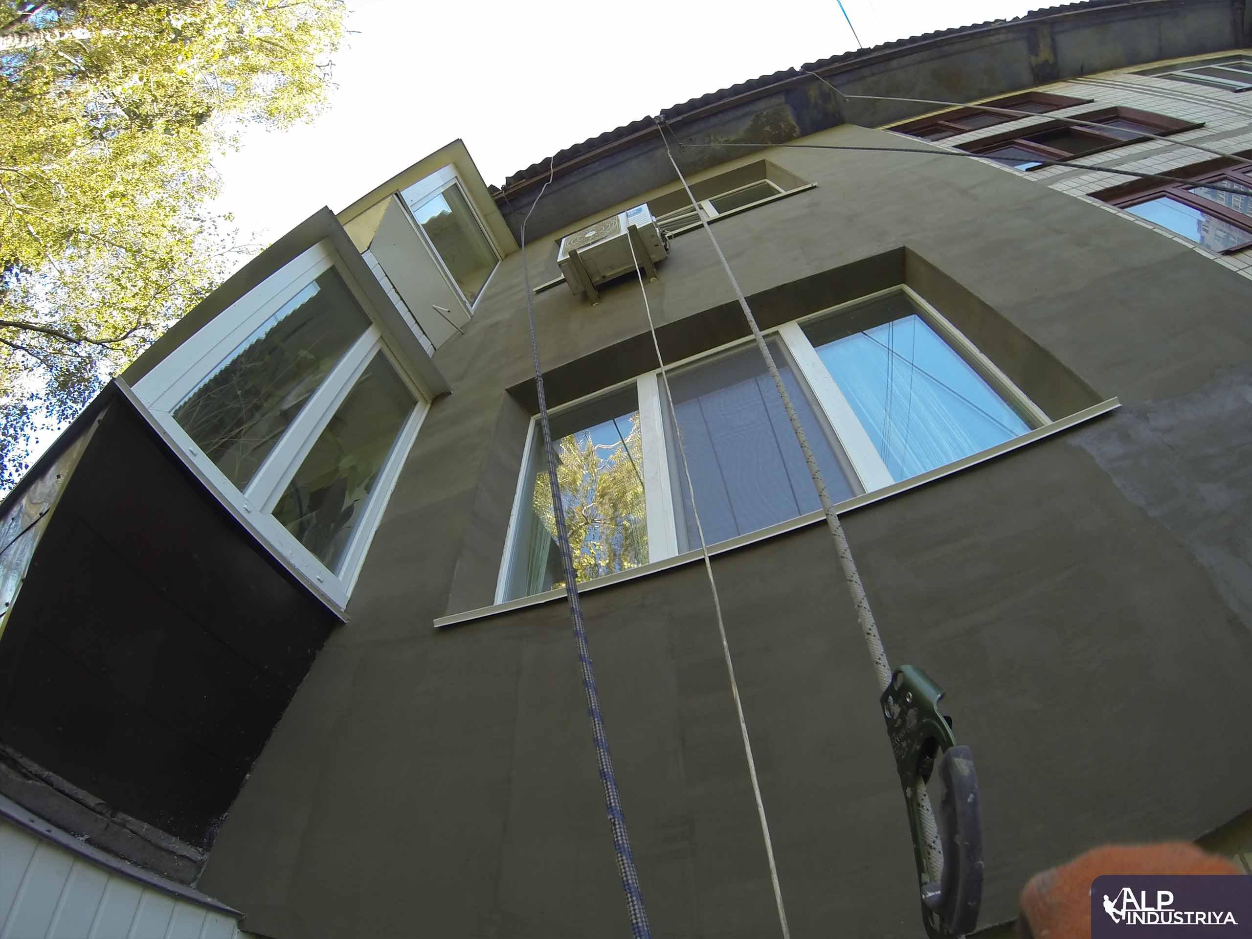Утепление фасада квартиры на высоте пенопластом-4