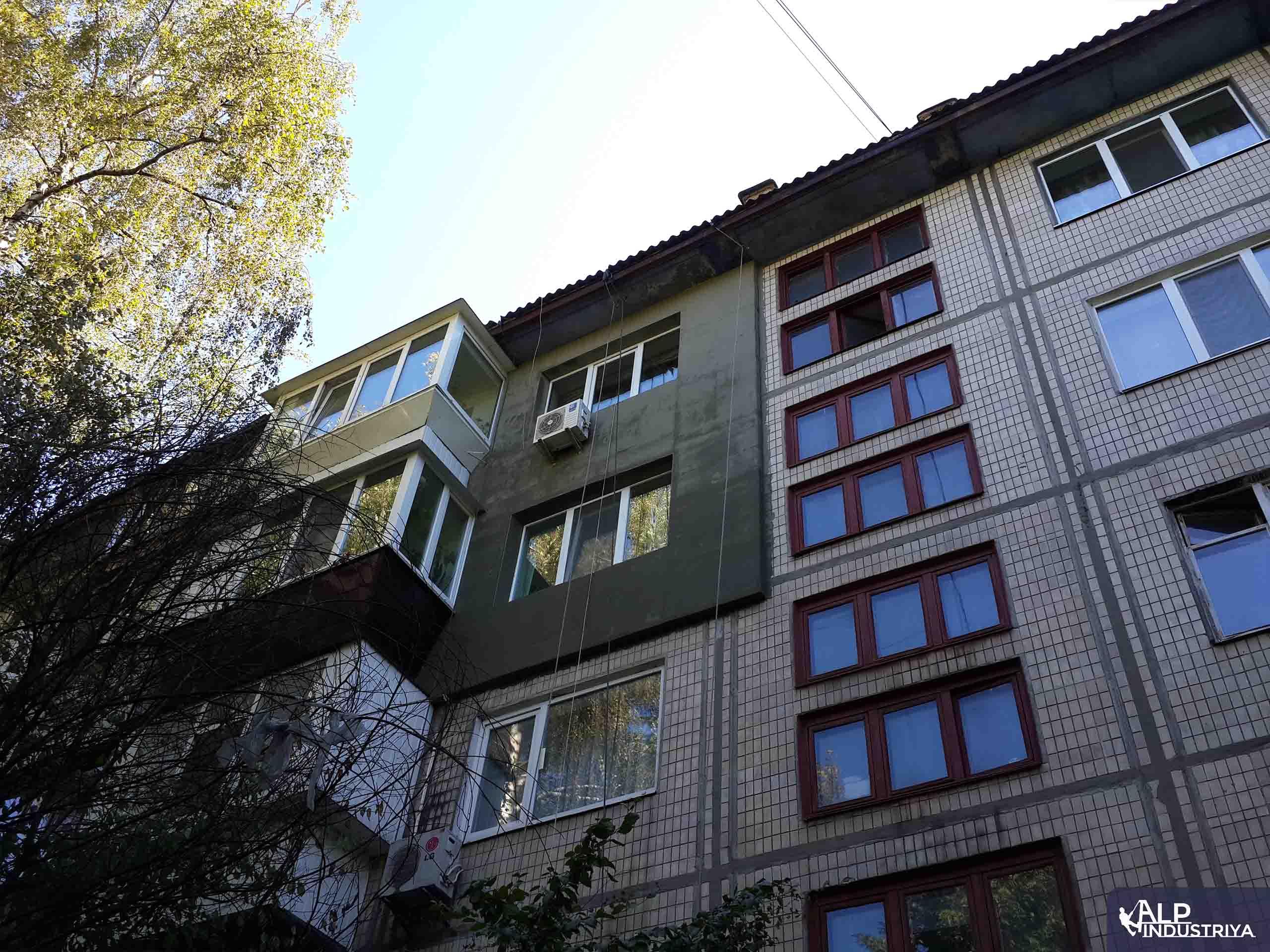Утепление фасада квартиры на высоте пенопластом-5