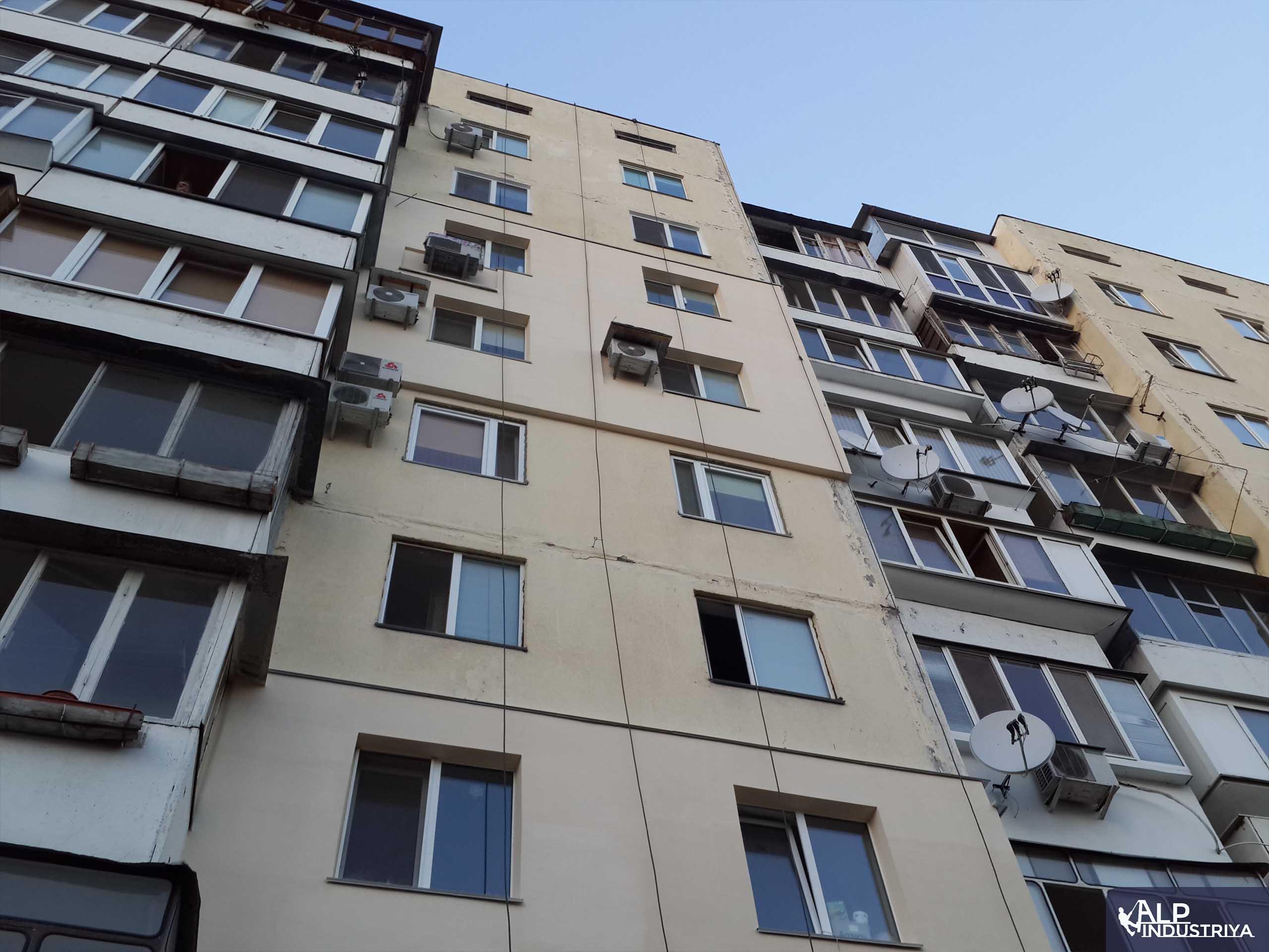 Утепленный фасад квартир многоэтажного жилого дома-1