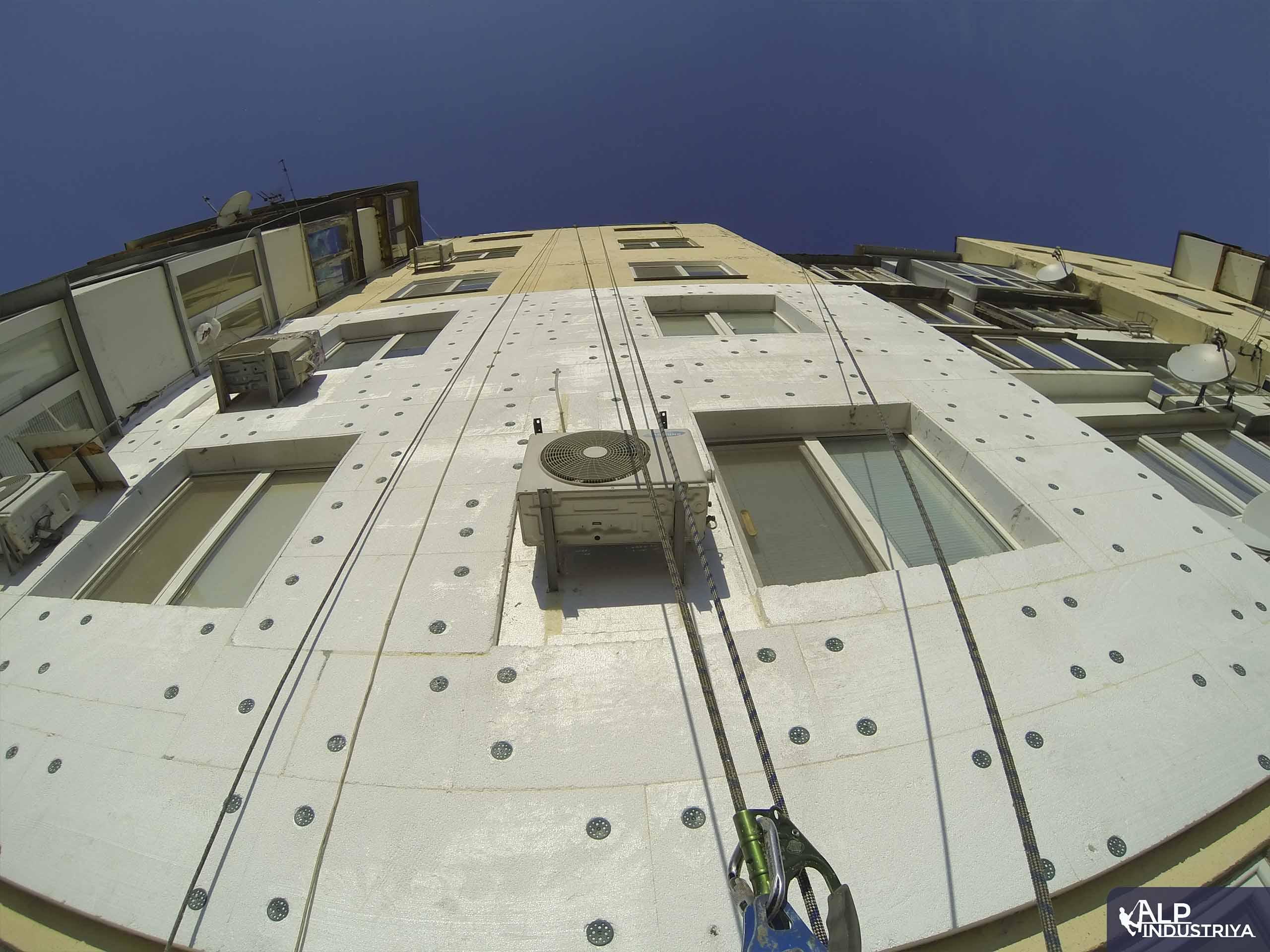 Утепленный фасад квартир многоэтажного жилого дома-3