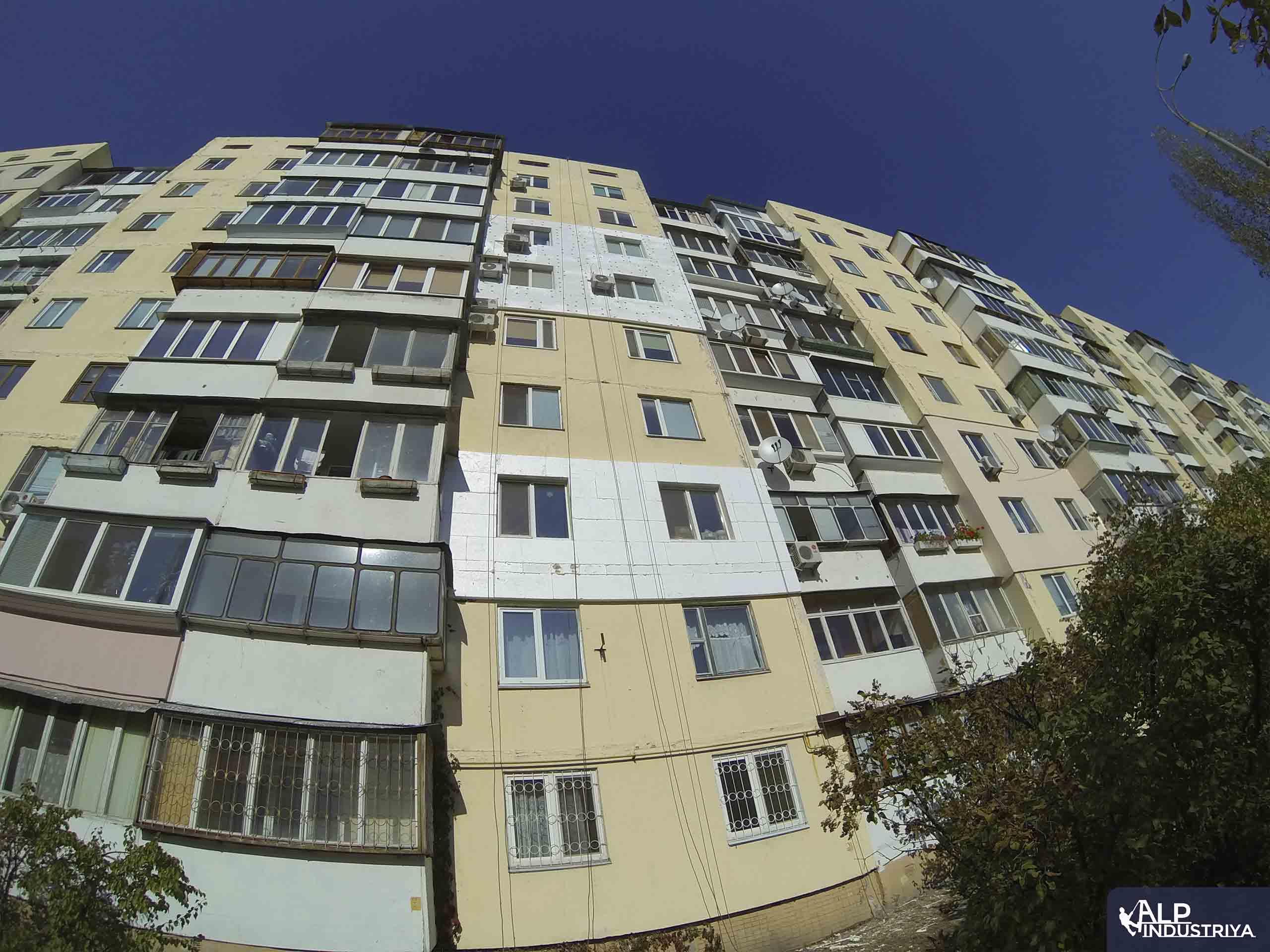 Утепленный фасад квартир многоэтажного жилого дома-4