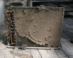 Загрязнение наружного блока.