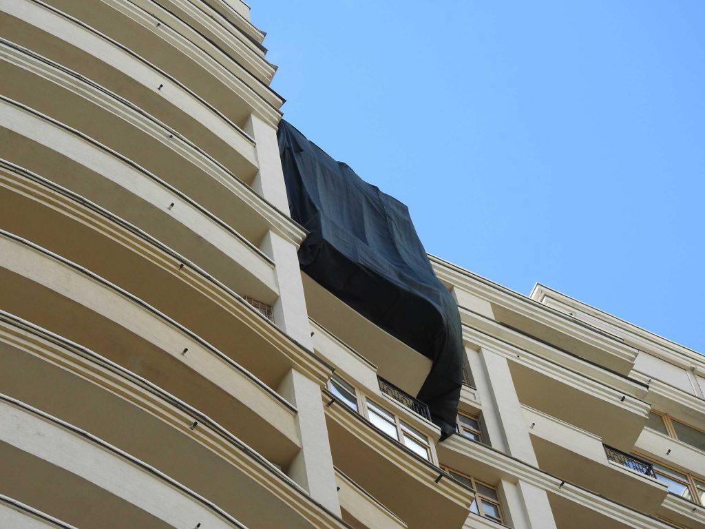 Установка защитной сетки на фасад.