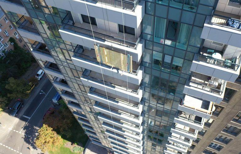 Занос крупноформатного стекла на этаж через балкон!