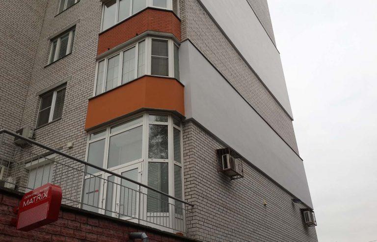 Выполненная работа по монтажу утеплителя, шпаклевке и покраске стен жилья!