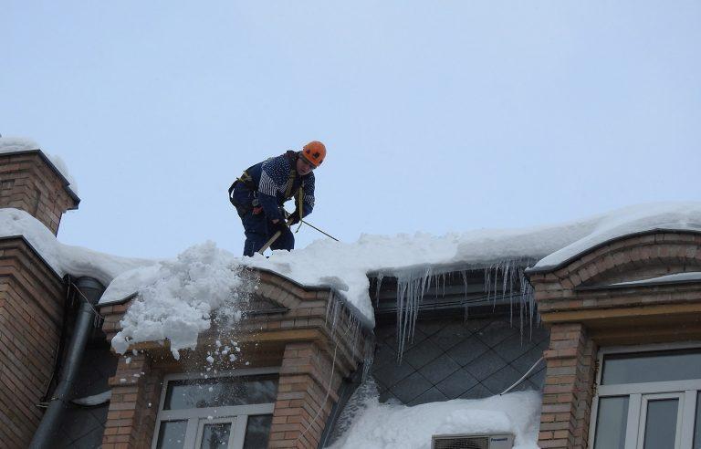 Пример выполненной работы по уборке снега с кровельного покрытия!