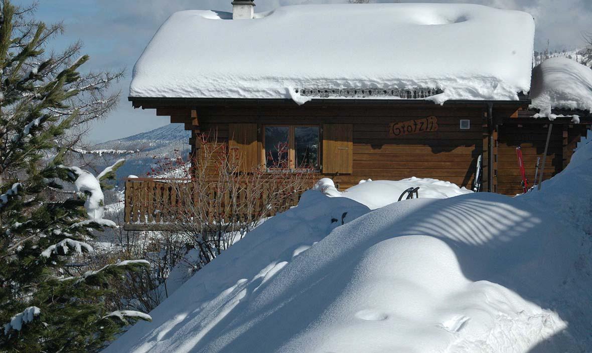 Снег на крыше.